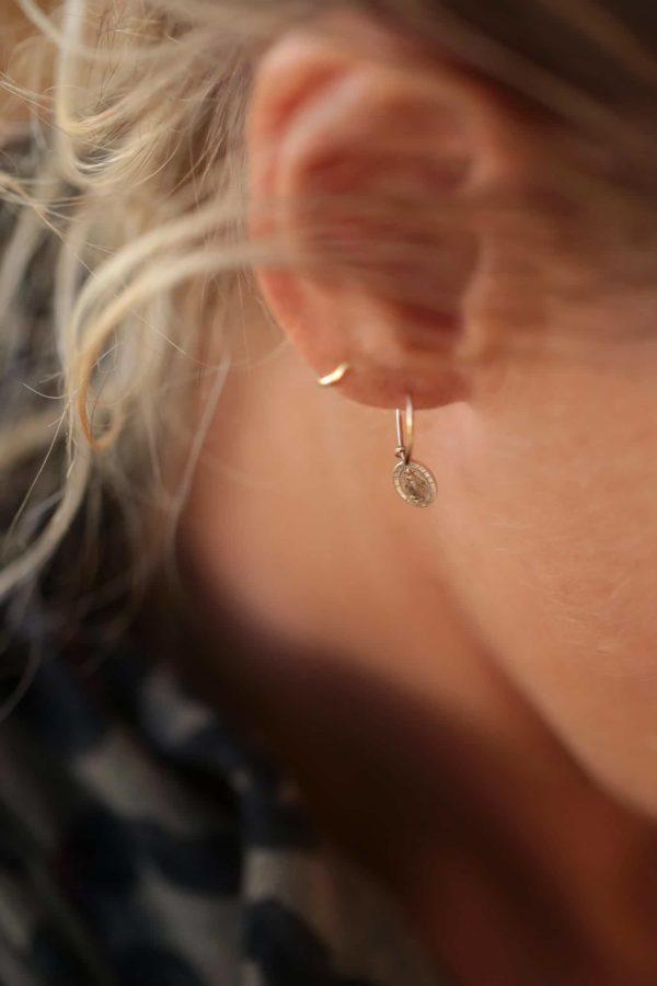 boucles-oreilles-mini-creoles-medaille-miracle-luj-paris-bijoux
